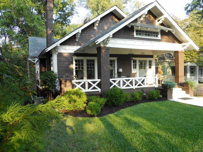 Pretty old houses a bungalow dream house for Atlanta craftsman homes