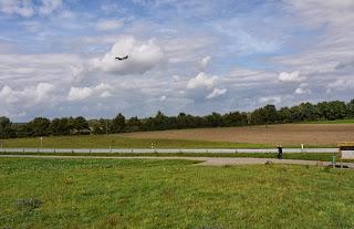 Flugzeug beim Anflug auf den Flughafen Karlsruhe / Baden-Baden