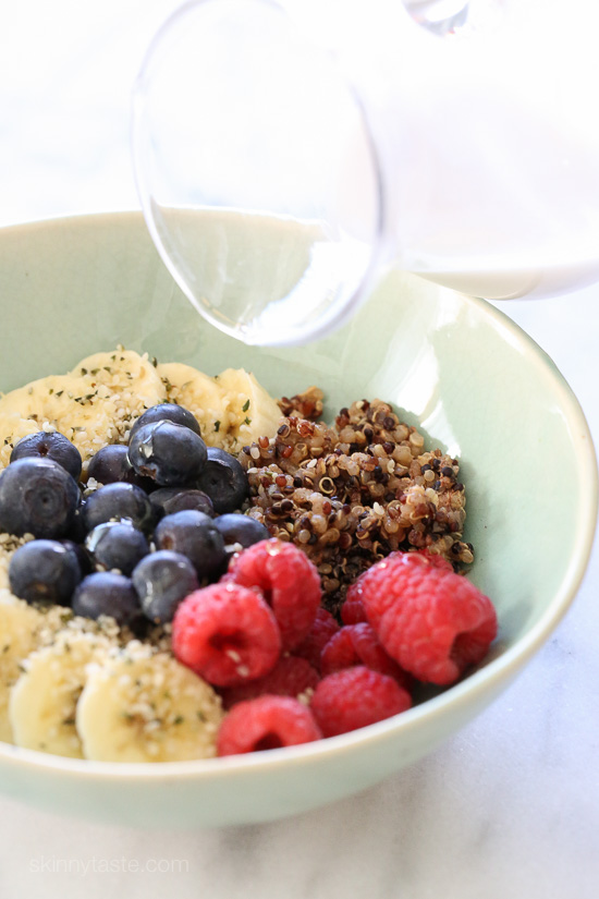Berry Quinoa Breakfast Bowls – a healthy breakfast bowl packed with ...