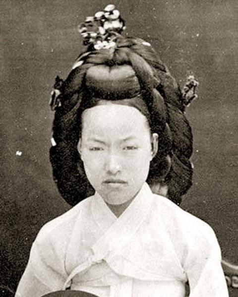 mochi thinking: Empress Myeongseong had a ...