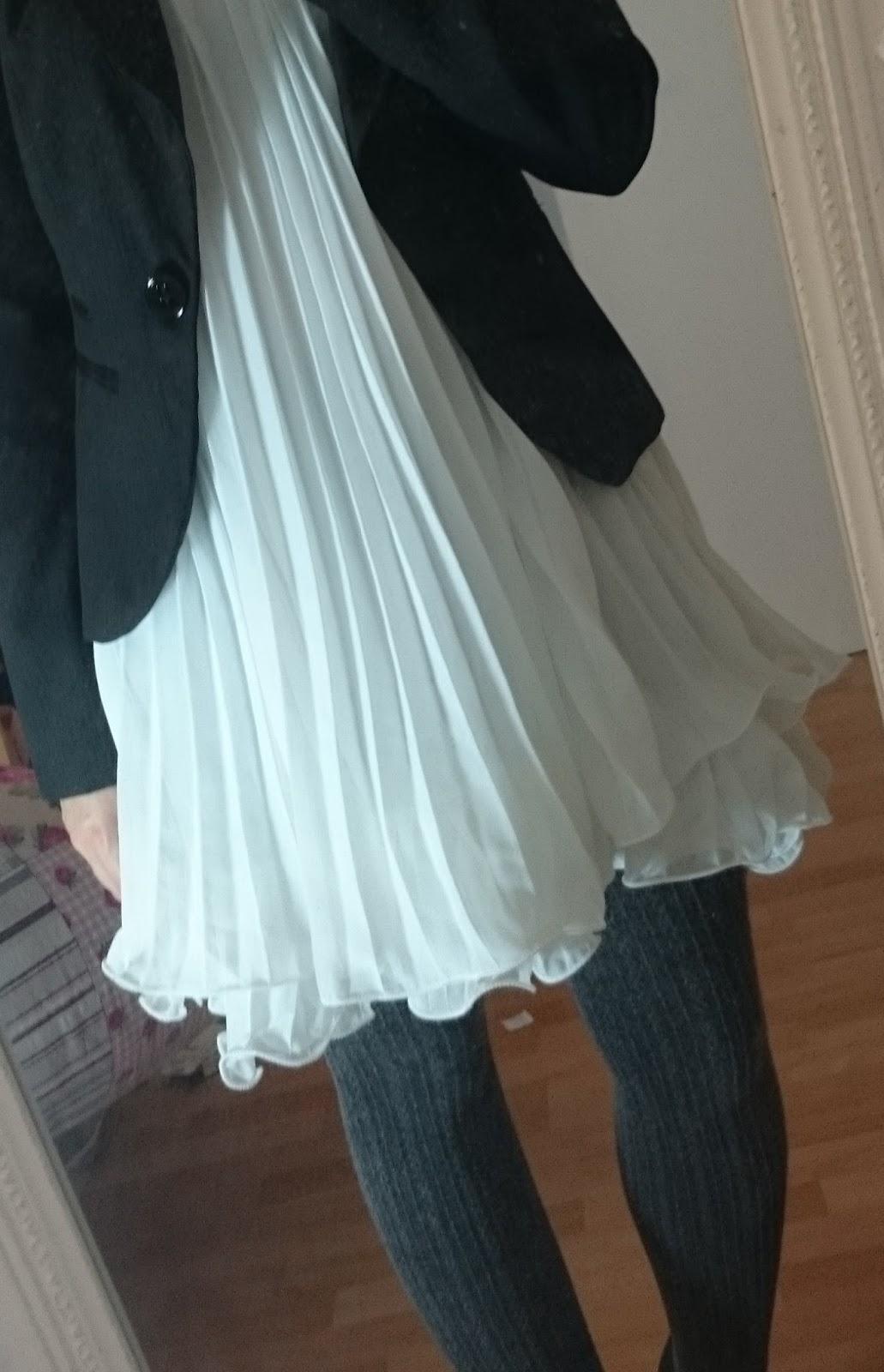 Weißes Kleid im Alltag