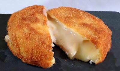 tomino fritto farcito di speck e pere