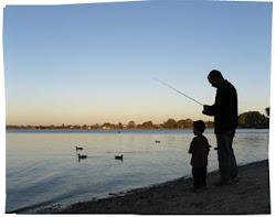 Dale pescado y lo alimentas hoy; enséñale a pescar y lo alimentas de por vida