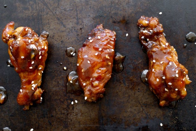 Slow Cooker Sticky Chicken Wings | thetwobiteclub.com | #slowcooker #appetizer #gameday