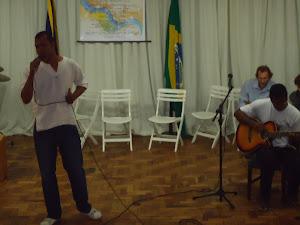 Tiago Brandão (voz) e Wellington  Silva (violão)