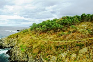Vista del sendero litoral de Navia, camino de Frejulfe