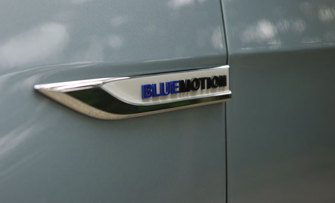 VW Golf 7 BlueMotion wing badge