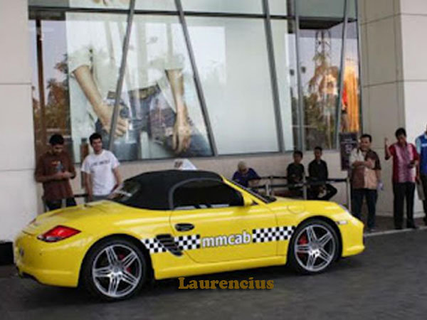 Taksi-Ferrari-dan-Porsche-MMCab_3