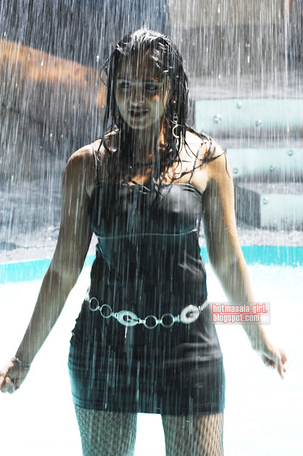 Anushka Wet Nip Impression in Rain