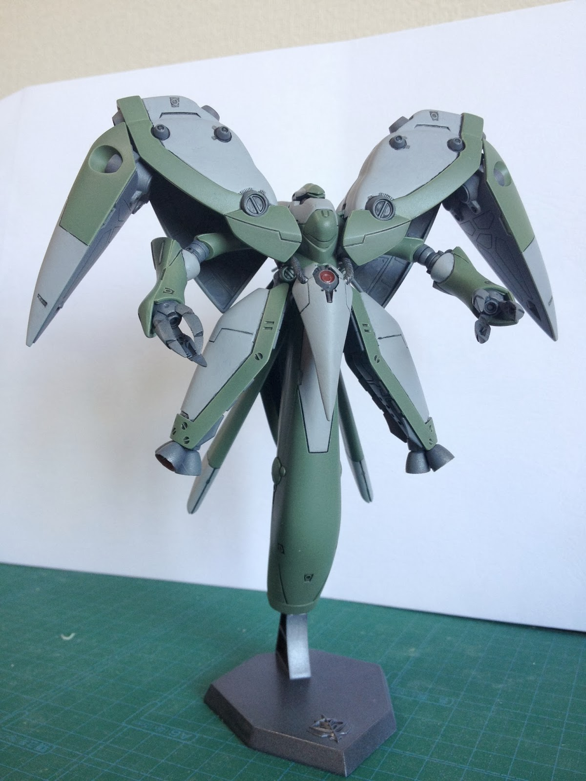 Hgm 1 550 Neue Ziel Zakuaurelius Gundam Hg Mechanics Dendrobium This Is The High Grade Scale Model Kit Of Amx 002 Mobile Armor Produced In 2001
