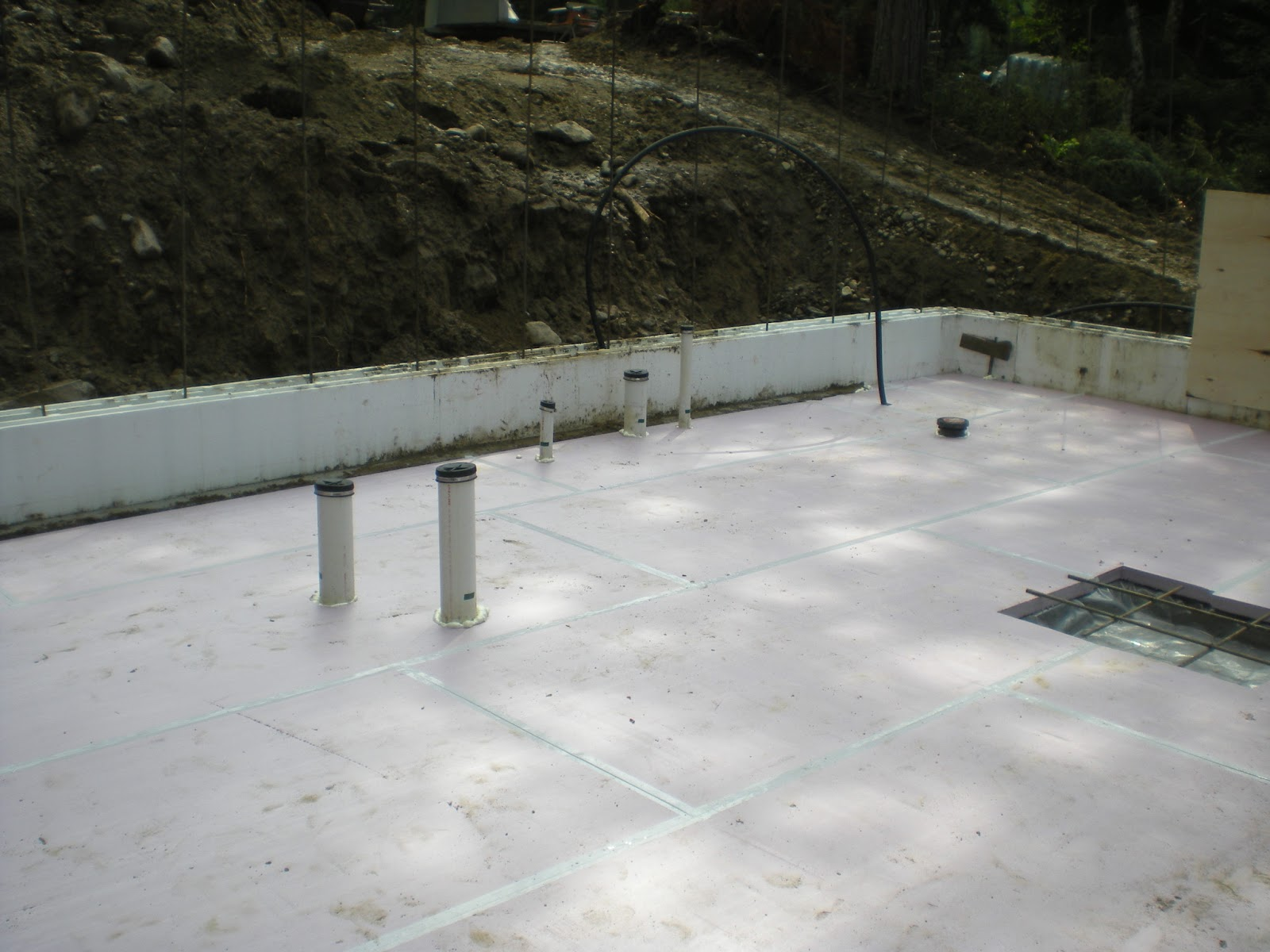 Huisman concepts for Insulating basement floor before pouring