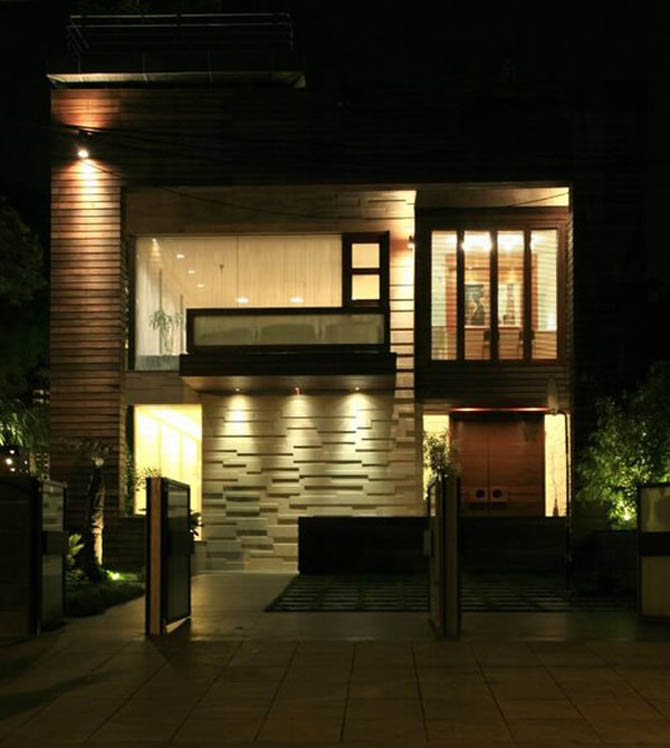 Modern luxury house design new delhi residence pictures for Luxury exterior lighting