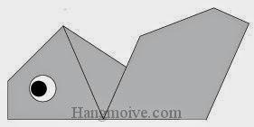 Bước 6: Vẽ mắt để hoàn thành cách xếp con kiến bằng giấy origami đơn giản.