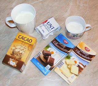 ingrediente pentru glazura de ciocolata alba sau neagra pentru gogosi inelus, cum facem glazura de ciocolata, cum facem glazura pentru torturi si prajituri, retete culinare,