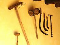 Mostra d'eines de camp al rebedor de la pallissa-apartament de Postius