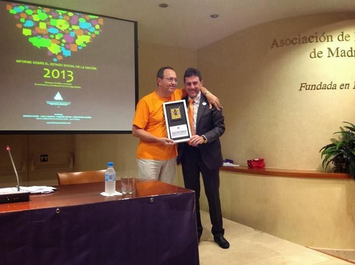 AEDYGSS-PREMIO ANUAL 2013 PREMIA A LAS PLATAFORMAS EN  DEFENSA DE LA LEY DE DEPENDENCIA CV/PV