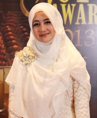 Gaya Hijab umi pipik