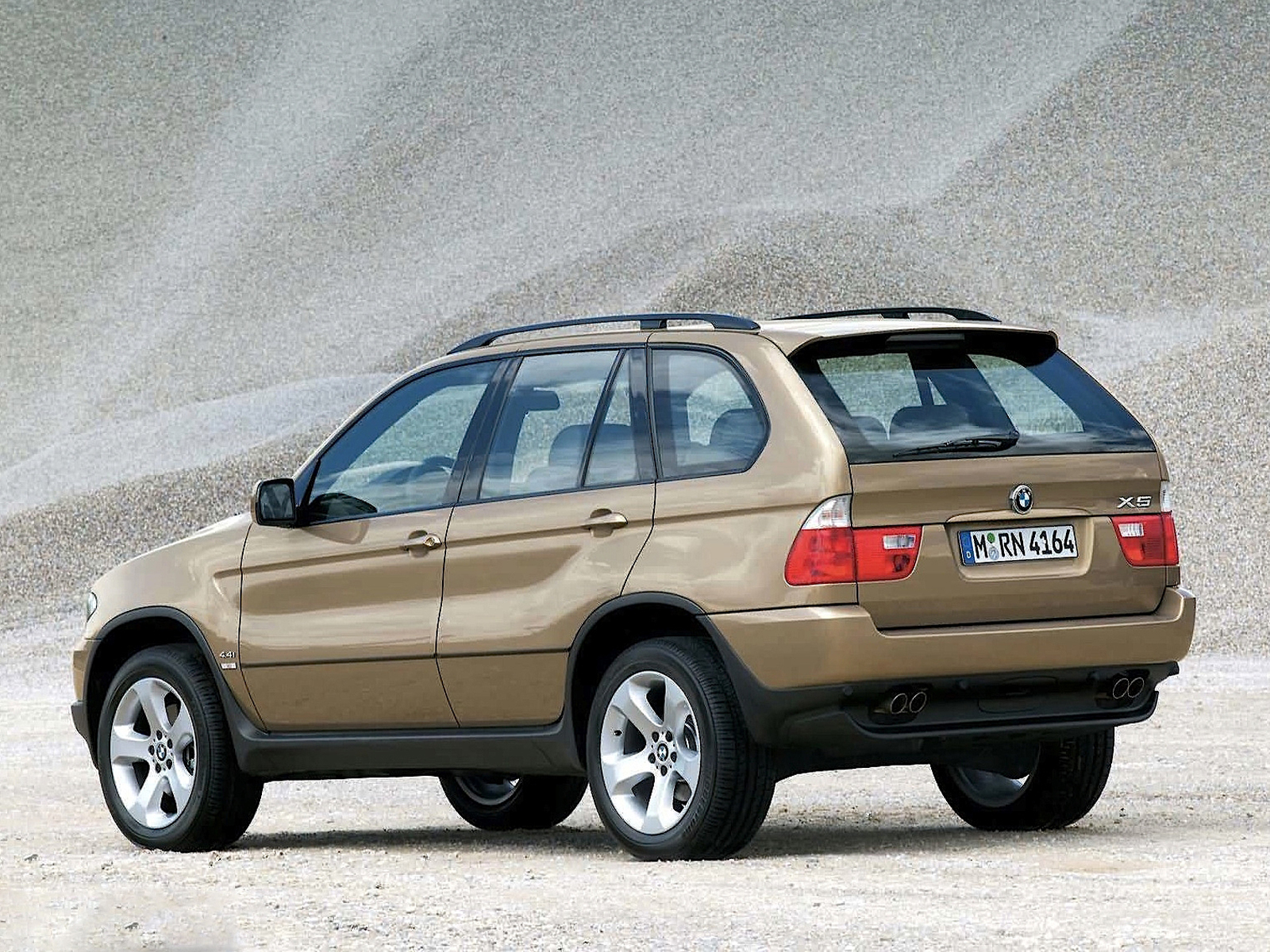 2004 bmw x5 4 4i facelift rear view