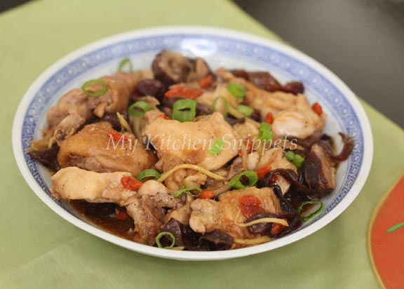 My kitchen snippets steamed chicken with mushroom and black fungus i wanted to recreate this dish that my mom used to cook for us i am not sure what exactly she put into it but i remember there were chicken mushrooms and forumfinder Choice Image