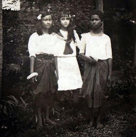 La fille du résident et deux élèves 1909