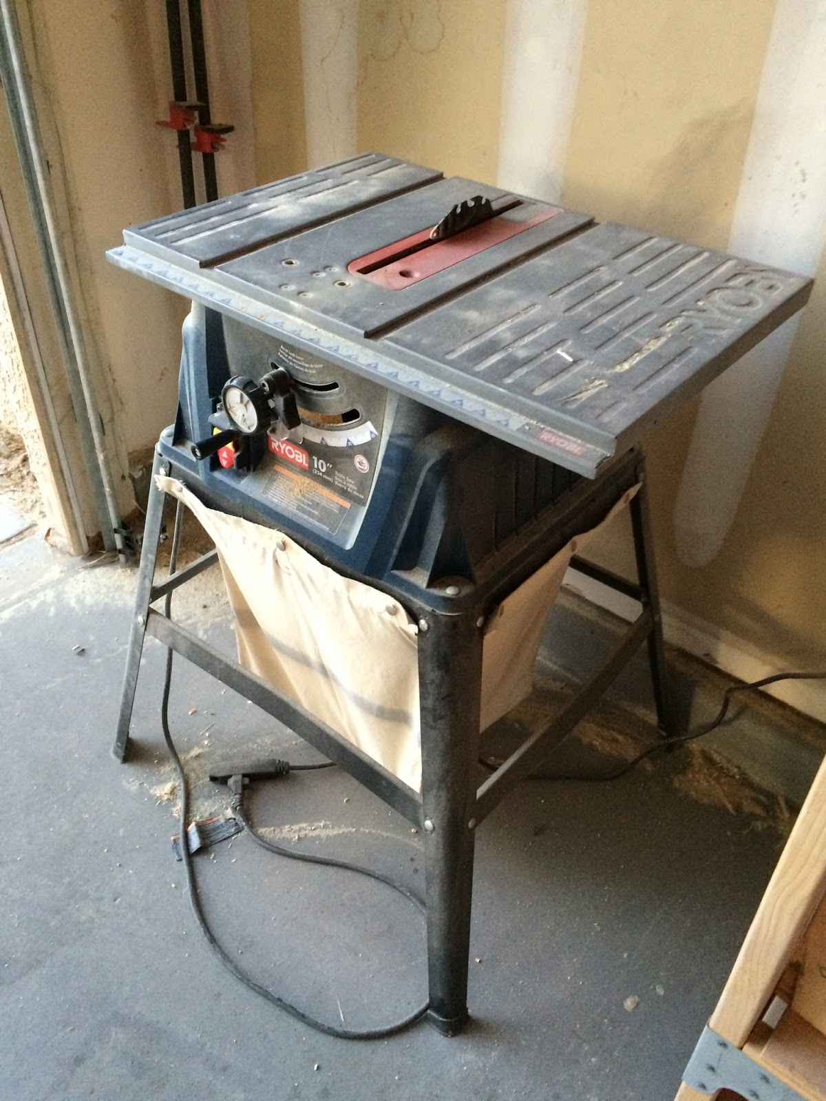 Timbos creations spare 2x4 project benchtop table saw table the ryobi table saw was a good beginners table saw but it did have many problems it couldnt accept dado blades the fence was problematic at best greentooth Images