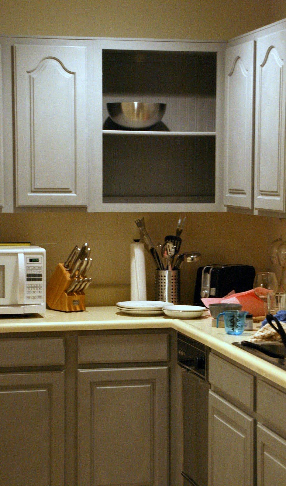 Lake house mojo chalk paint kitchen cupboards for Can i paint kitchen cabinets with chalk paint