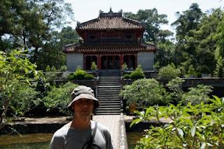 Jardines de palacio imperial en Hue, Vietnam.