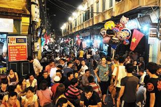 Ta Hien street -night in HN