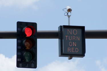 [Gambar: red-light-camera1.jpg]