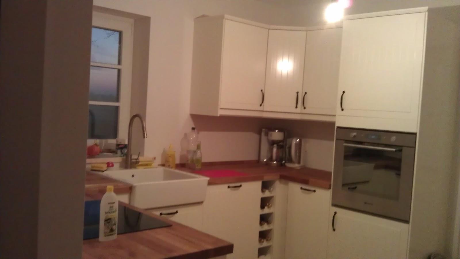 vårt lilla röda sverige hus: umzug und küche