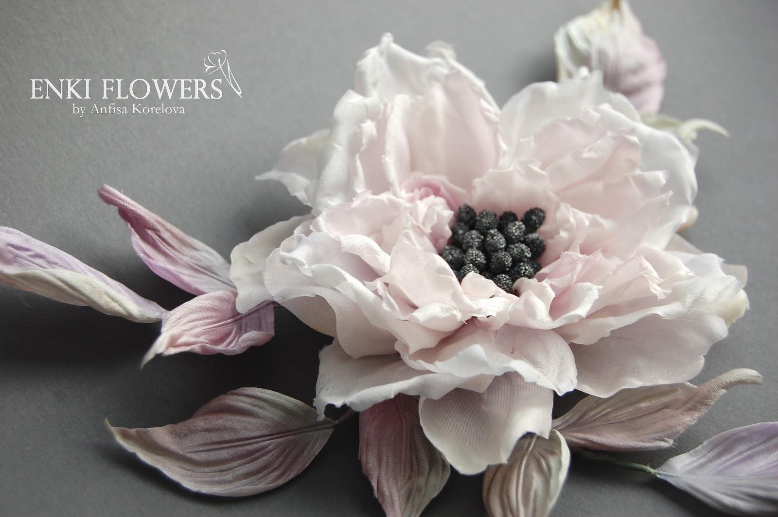 Брошь-цветок Берег полной луны.Цветы из ткани.Цветы из шелка.