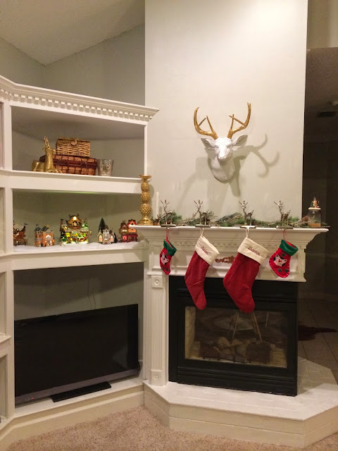 Fabulously Vintage: Our Christmas Mantle