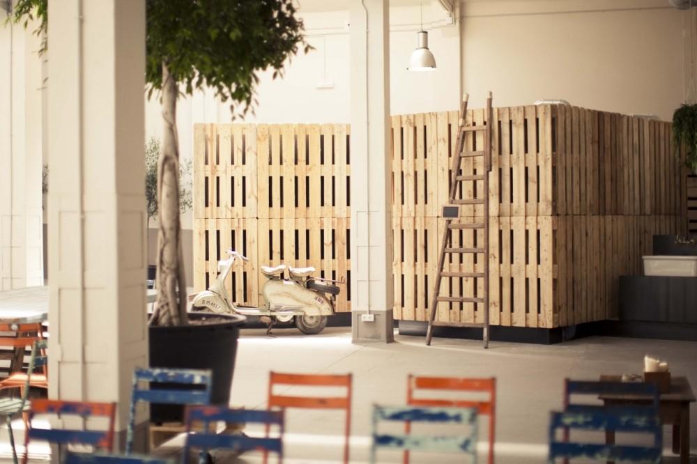 Muebles De Baño Reciclados:Se integran en el proyecto tres cubos para incorporar los baños