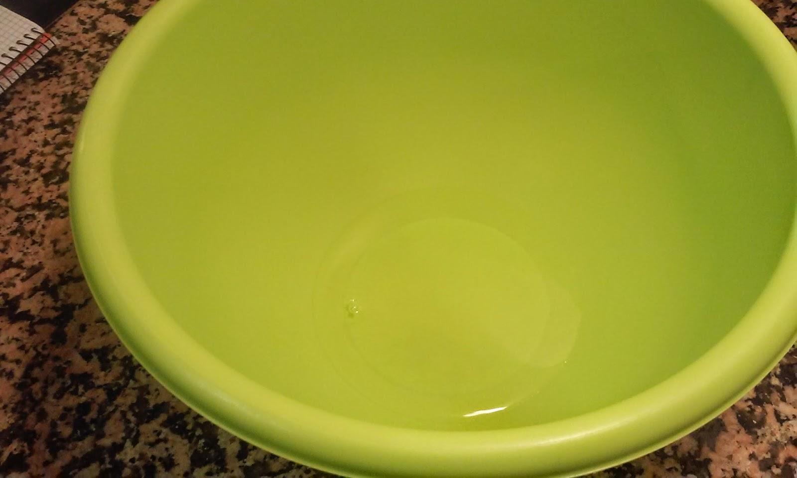 ponemos el agua en un bol