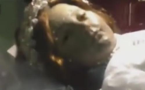 Santa morta há 300 anos abre os olhos em igreja no México