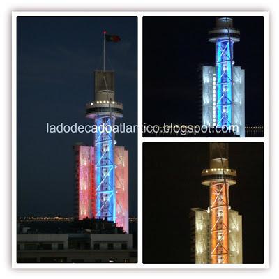 Luzes decorativas instaladas pelo hotel junto à Torre Vasco da Gama, Lisboa