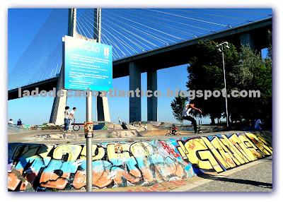 Imagem da pista de skate próximo à Ponte Vasco da Gama, Lisboa