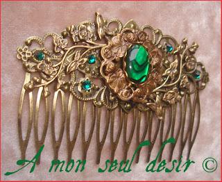 Peigne bijou médiéval renaissance accessoire cheveux coiffure abalone haliotis strass Swarovski vert émeraude medieval green paua shell hair comb