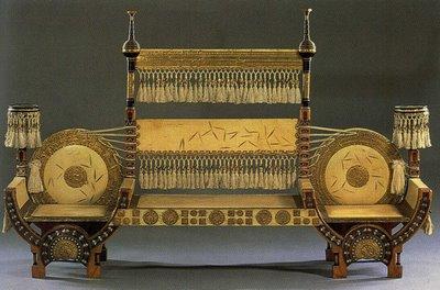 Karlo Bugatti (Carlo Bugatti, 1856-1940) itāļu arhitekts - dizainers, no viņa darbiem visplašāk ir pazīstamas viņa radītās mēbeles