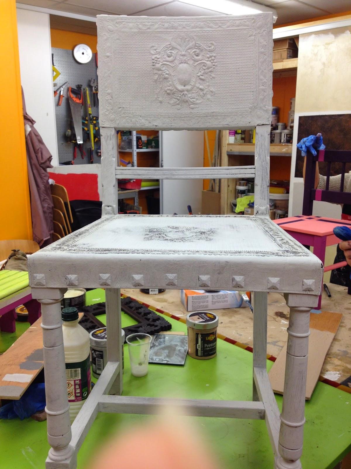 Peinture sur meuble chaise en cuir cours de for Peinture sur meubles