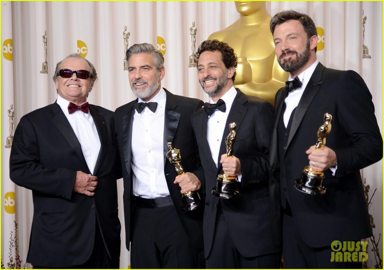 http://1.bp.blogspot.com/-5ioMIvwxivo/US6v2-ZsSsI/AAAAAAAAMjc/_Hkg0qH5qPY/s1600/Oscar+2013+-+Jack+Nicholson+e+produtores+de+Argo.jpg