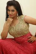 Revathi Chowdary sizzling Photos-thumbnail-13