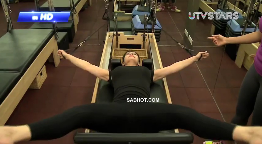 Zarine Khan working out - (5) - Zarine Khan Gym Workout Hot Pics