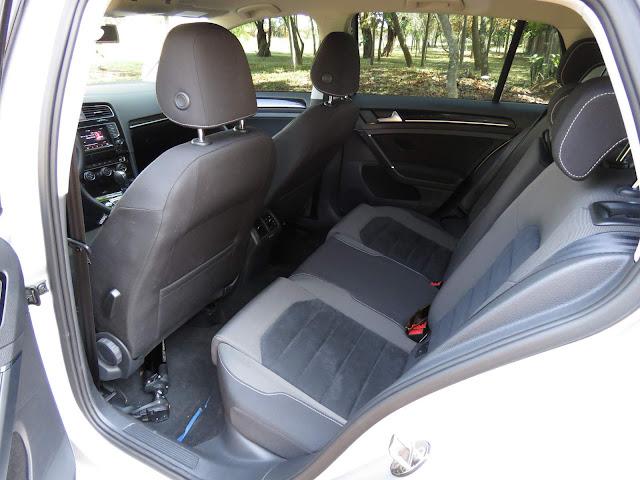 VW Golf 2016 Flex - espaço traseiro