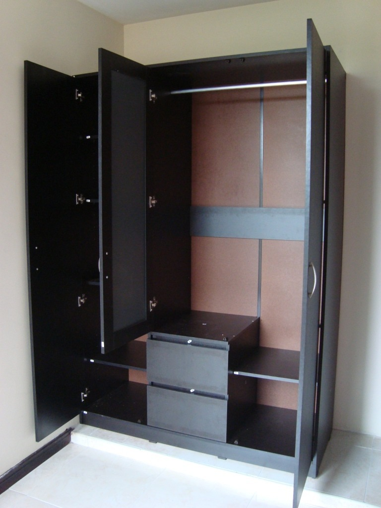 Un armario escaparate clset placar o placard es un mueble for Closet modernos armables