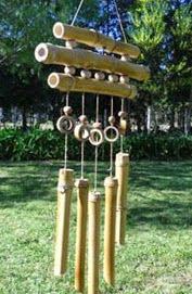 http://manualidadesreciclables.com/16123/como-hacer-un-instrumento-con-bambu