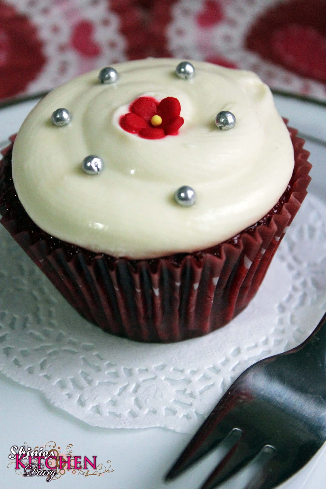 ... red velvet cupcake red velvet cake quiet popular during festive