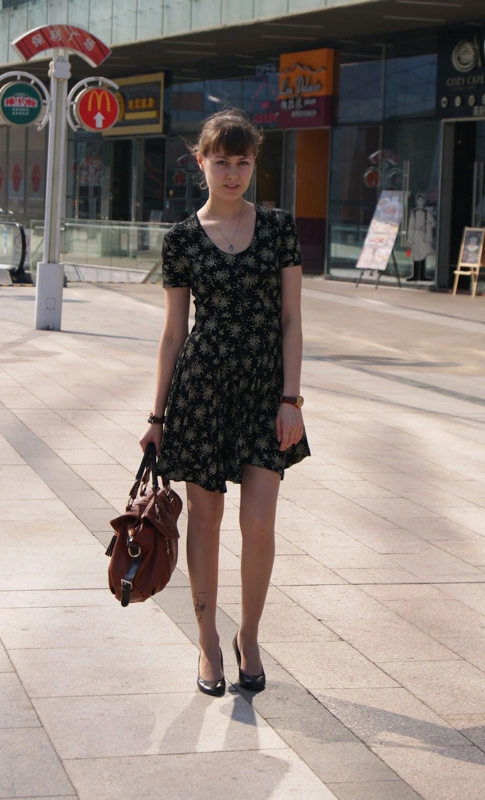 Японки в платье на ветру фото 3 фотография