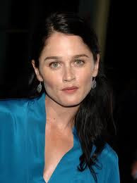 Robin Tunney engaged