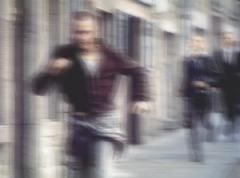 sueño: persecución en la ciudad por los conversos manipulados del abrazo